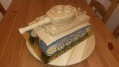 Tank 2 , postup na 3D torty, fotopostupy | Tortyodmamy.sk Army Tank Cake, Army Cake, Military Cake, Army Birthday Parties, Army's Birthday, Cake Structure, 50th Cake, Chocolate Drip Cake, Drip Cakes