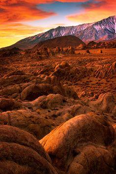 ✯ Rocks and boulders in California's Alabama HIlls at Sunrise