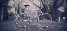 Fixed bike  http://paperproject.it/lifestyle/another-sunny-day/scatto-fisso-moda-fighetti/
