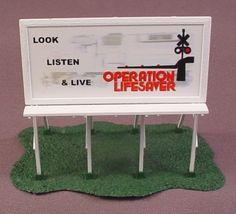 Ho Scale Gauge Billboard On Base, Operation Lifesaver, Railroad Train