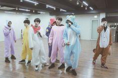 Namjin, Bts Official Light Stick, Bts Group Photos, Fandom, Bulletproof Boy Scouts, Album Bts, Bts Photo, Foto Bts, Picture Photo