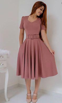 Vestido Midi: Descubra looks perfeitos para arrasar nas festas e no dia a dia! Cute Formal Dresses, Elegant Dresses For Women, Modest Dresses, Simple Dresses, Pretty Dresses, Casual Dresses, Short Dresses, Classy Dress, Classy Outfits