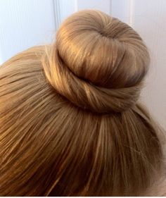 This ballet bun takes just a few minutes, and is SO EASY!! And, this post is a little different from my usual posts.  The first year my oldest daughter danced (8 years ago) she had VERY fine hair (...