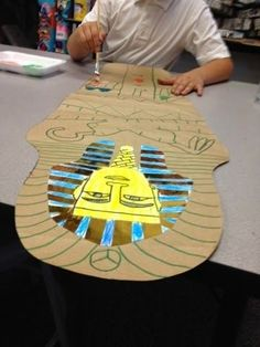 I love this simple project! Ancient Egypt Activities, Ancient Egypt Crafts, Egyptian Crafts, Egyptian Party, Ancient Aliens, Cultures Du Monde, 6th Grade Art, Tech Art, Thinking Day