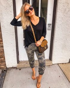 38 Casual & Elegant Spring Outfit Ideas with Jogger Pants Mom Outfits, Trendy Outfits, Cute Outfits, Summer Outfits For Moms, Spring Fashion Outfits, Fall Outfits, Joggers Outfit, Camo Leggings Outfit, Camo Joggers