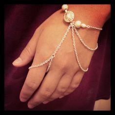 Slave bracelet project #2! Hand Jewelry, Wire Jewelry, Beaded Jewelry, Jewelry Bracelets, Jewelery, Handmade Jewelry, Slave Bracelet, Hand Bracelet, Jewelry Ideas