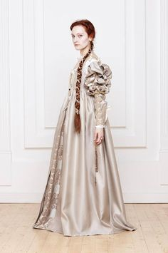 Renaissance Italian woman dress century by RoyalTailor Lucrezia Borgia… Italian Renaissance Dress, Mode Renaissance, Costume Renaissance, Renaissance Dresses, Renaissance Fashion, Medieval Dress, Medieval Clothing, 15 Dresses, Nice Dresses