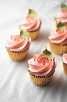 Peach rose cupcakes by Juniper Cakery