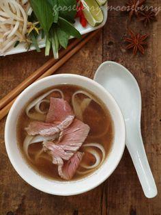 Pho (Vietnamese Beef Noodle Stew)