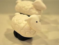 Cake Fixation: A Quick and Easy Fondant Sheep