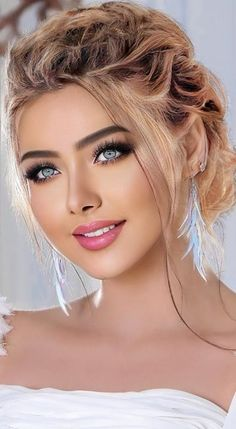 Most Beautiful Eyes, Lovely Eyes, Beautiful Girl Photo, Pretty Eyes, Gorgeous Women, Girl Face, Woman Face, Bridal Makeup Looks, Beauty Women