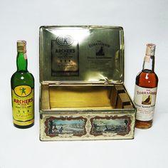 Vecchie bottiglie scotch whisky archer's+the famous grouse con box in latta