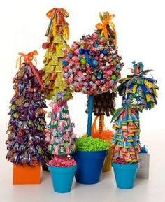 Candy Trees for centerpieces. All in pink candy :) Edible Centerpieces, Edible Bouquets, Quinceanera Centerpieces, Centerpiece Ideas, Wedding Centerpieces, Craft Gifts, Diy Gifts, Candy Trees, Candy Topiary