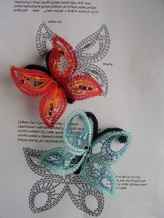 Motýl  - podvinek na 2 motýlky+2plyš.drátky Bobbin Lace Patterns, Embroidery Patterns, Romanian Lace, Bobbin Lacemaking, Needle Tatting, Lace Heart, Lace Jewelry, Lace Making, String Art