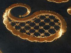 Sim Sırma ~ Türk el sanatları ve hobiler Tambour Embroidery, Embroidery Suits, Gold Embroidery, Japanese Embroidery, Embroidery Stitches, Embroidery Patterns, Machine Embroidery, Paisley Embroidery, Crazy Quilting