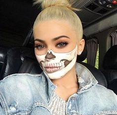 Find images and videos about kylie jenner, Halloween and kylie on We Heart It - the app to get lost in what you love. Halloween Makeup Clown, Halloween Eyes, Halloween Looks, Male Halloween Costumes, Look Kylie Jenner, Bild Tattoos, Special Effects Makeup, Fantasy Makeup, Jenners