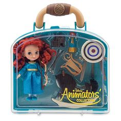Our Disney designers have imagined the fiery Brave heroine as a young girl! This Merida set includes a mini doll, along with other figurines and accessories in a handy carry case. Disney Stores, Disney Princess Dolls, Disney Dolls, Merida Disney, Barbie Ballet, Toys For Girls, Kids Toys, Figurine Disney, Disney Animators Collection Dolls