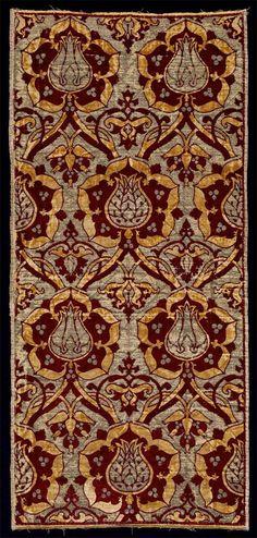 Silk velvet, from Turkey, first half of the 16th century.