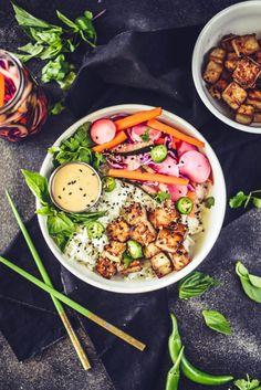 Vietnamese Bahn Mi Bowls (Vegan+GF) Fast Healthy Meals, Easy Healthy Recipes, Whole Food Recipes, Healthy Snacks, Vegetarian Recipes, Vegan Meals, Eating Healthy, Marinated Tofu, Lunch To Go