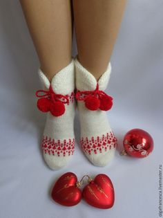 Купить или заказать Шерстяные носочки 'Чародейка-2' в интернет-магазине на Ярмарке Мастеров. Чародейка!!! Яркие, красивые носочки никого не оставят равнодушными!!! Очаруют с первого взгляда и их обладательницу и всех окружающих!!! А самое главное – вашу вторую половинку!!! Красивое классическое сочетание белого и красного! Очень теплые, мягенькие, с яркой ручной вышивкой и помпончиками-пухлячками! Манжеты двойные, мягкие, пластичные, а сами носочки связаны плотно на тоненьких спицах…
