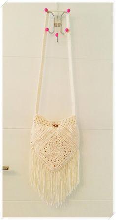 Marvelous Crochet A Shell Stitch Purse Bag Ideas. Wonderful Crochet A Shell Stitch Purse Bag Ideas. Crochet Handbags, Crochet Purses, Crochet Bags, Free Crochet, Hippie Bags, Boho Bags, Hippie Purse, Bohemian Bag, Crochet Shoulder Bags