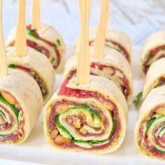 Deze carpaccio wraps zijn een perfect hapje voor bij de borrel en een welkome afwisseling op de standaard wrap rolletjes met kruidenkaas en kipfilet.