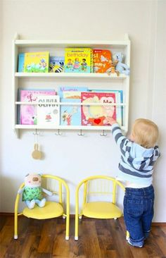 chambre pour enfant idée pas cher déco rangement étagères tabouret jaune