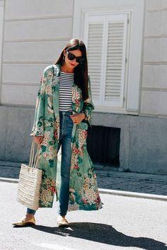 O kimono pode ser um aliado no outono, use com blusa de manga longa por baixo
