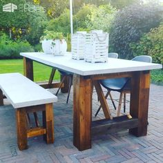 I made this Concrete-Topped Outdoor Pallet Table Set that measures 250 x 90 cm to be sturdy and long-lasting. I reinforced it with two squared-steel tubes to prevent the wood frame from warping. Then I made the cement tops using eight bags o Table Beton, Concrete Table Top, Wood Table, Concrete Garden, Used Outdoor Furniture, Concrete Furniture, Pallet Furniture, Painting Furniture, Furniture Design
