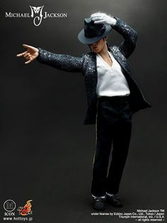 Scale Michael Jackson doll from Hot Toys Michael Jackson Figure, Michael Jackson Cake, Michael Jackson Dangerous, Janet Jackson, Jackson Bad, Famous Stars, Jim Morrison, Bright Stars, Famous Celebrities