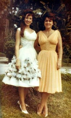 Pictured here are two of Country Western musics most influential and groundbreaking female artists, Patsy Cline and Dottie West. These two women, (along with fellow artist and friend Loretta Lynn) pioneered the genre. Old Country Music, Country Western Singers, Country Music Artists, Country Music Stars, Country Girls, Vintage Country, Vintage Style, Vintage Fashion, Loretta Lynn
