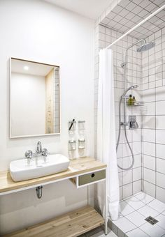 The key to a beautiful interior design, one that's successful from every point of view, is not necessarily linked to an array of sophisticated materials Diy Vanity, Beautiful Interior Design, Beautiful Interiors, Diy Bathroom Decor, Small Bathroom, Bathroom Toilets, Bathrooms, One Bedroom Apartment, Home Interior