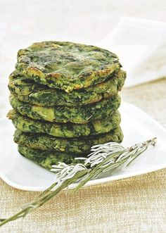 Tortitas espinaca y papa Veggie Recipes, Mexican Food Recipes, Vegetarian Recipes, Healthy Recipes, Kitchen Recipes, Cooking Recipes, Comida Diy, Vegan Foods, Going Vegan