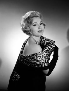 Classic photo of Zza Zza Gabor Old Hollywood Glamour, Hollywood Fashion, Golden Age Of Hollywood, Vintage Hollywood, Hollywood Stars, Hollywood Actresses, Classic Hollywood, 1950s Fashion, Eva Gabor