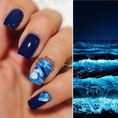 I'm slowly drifting away, wave after wave  #oceannails #nailart #wavedesign #ocean #slowlydriftingaway #waveafterwave #darkbeauty #opi #isawusawwesawwarsaw #lovemynails #readyforwednesday #allaboutnailsofficial #adornnails #missmoonnailart #opinailstudio #nails2inspire