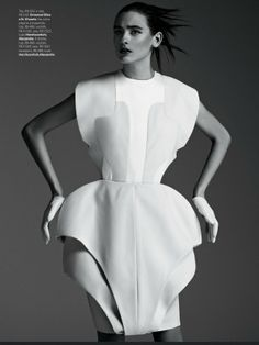 cool Vogue Brasil | Editorial de Moda Abril 2013 | Cris Herrmann e Carol Thaler por Fabio Bartelt