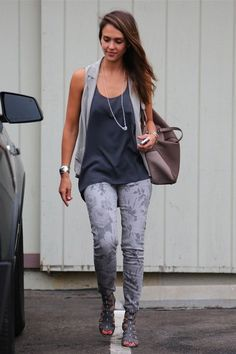 C'est grâce a cette photo ou a cause que j'ai acheter des jeans a motifs ah la mode !!!!