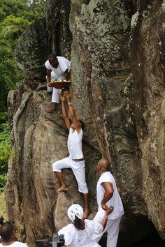 Pedra de Xangô, em Cajazeiras X, será tombada pelo município até julho - CORREIO | O QUE A BAHIA QUER SABER: