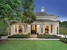 This looks cozy, yet elegant. House Front, My House, Weatherboard House, Queenslander, Facade House, House Facades, Homestead House, Victorian Style Homes, Porche