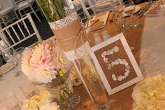 Jenna's beautiful #vintage inspired centrepieces with #burlap