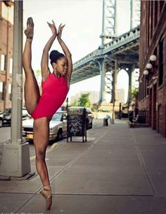 Michaela De Prince She is the pointe queen Black Dancers, Ballet Dancers, Shall We Dance, Just Dance, Black Ballerina, Ballet Photography, Photography Ideas, Dance Poses, Black Women Art