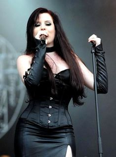 Ailyn Giménez (born: May Esplugues de Llobregat, Spain) is a Spanish singer and songwriter. She is best known as the current female vocalist of the Norwegian symphonic/gothic metal band Sirenia. Chica Heavy Metal, Heavy Metal Girl, Heavy Metal Bands, Gothic Metal, Gothic Rock, Punk, Ladies Of Metal, Women Of Rock, Symphonic Metal