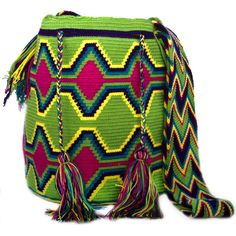 Lovely and unique Crochet Chila Wayuu Bag by the Wayuu women in Colombia