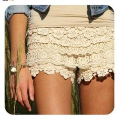 Multiple year lace shorts - a cute and easy DIY !