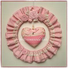 fattoamanodaTati su Bebuù: Fiocco nascita tondo in cotone rosa con pizzo,roselline e cuore centrale patchwork