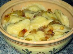 Нам понадобится: тесто: яйца — 2шт. масло растительное — 2 ст.л. вода — 125мл соль — по вкусу(~0,5ч.л.) мука высшего сорта — 2ст. начинка: картофель ~ 1кг лук ~1кг масло растительное соль черный перец молотый. Замечательный рецепт! Этот рецепт подойдет идеально тем кто не любит когда тесто в варениках толстое или слишком упруго-жесткое. Вареники, приготовленные …