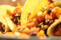 gevulde taco's zonder vlees...mmm (aubergine, zoete aardappel, courgette, drie-kleuren paprika's, salsa -of tacosaus, zwarte bonen, flageolets, crème fraîche, taco's)