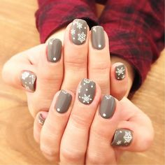 Love these snow nails!