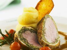 Schweinefilet im Kohlmantel mit Kartoffelpüree ist ein Rezept mit frischen Zutaten aus der Kategorie Schwein. Probieren Sie dieses und weitere Rezepte von EAT SMARTER!
