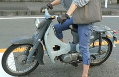 Motor Scooters, Vespa Scooters, Honda Cub, Girly Pictures, Motorcycle Outfit, Classic Bikes, Cool Bikes, Motocross, Cars And Motorcycles